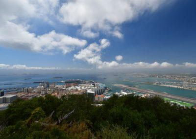 Gibraltar, Weitblick mit Startbahn im Mittelmeer