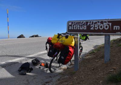 Spanien, Andalusien, Start zur 31 km langen Abfahrt auf 750 m (in Winterbekleidung)